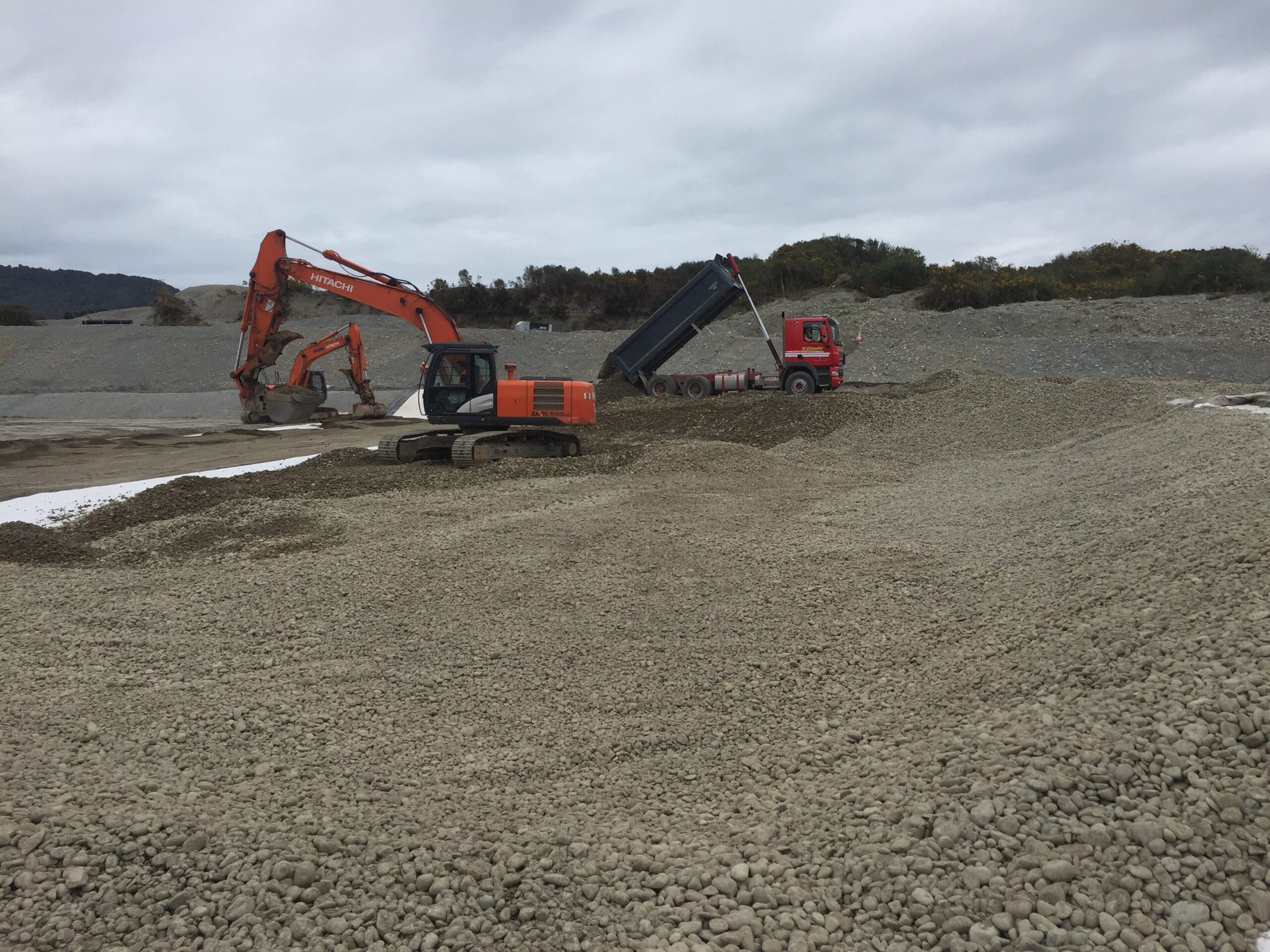 GrantHood_McLeans-Pit-Landfill-3a-9